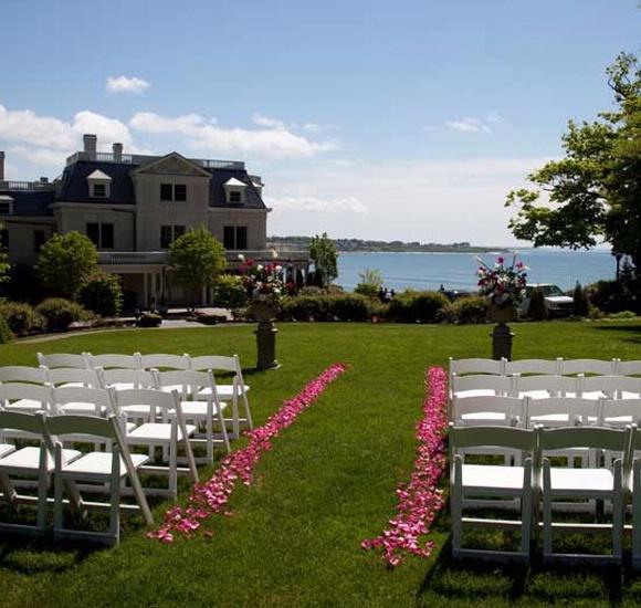 The Chanler At Cliff Walk : Formal Seaside Wedding